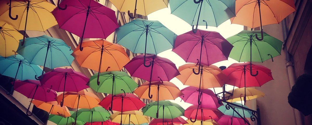 Madeleine, parapluies du Village Royal