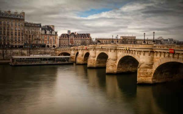 Le Pont-Neuf, le mal nommé